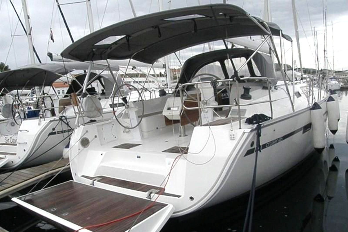 3/4 rear view of Bavaria 46 Cruiser