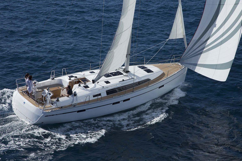 Prueba de barco : ¡el Bavaria 46 Cruiser, un velero manejable y rápido!