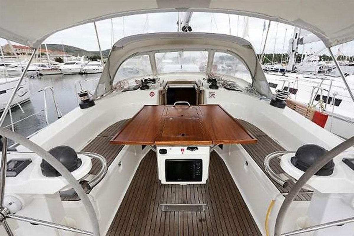 Bavaria 46 Cruiser cockpit
