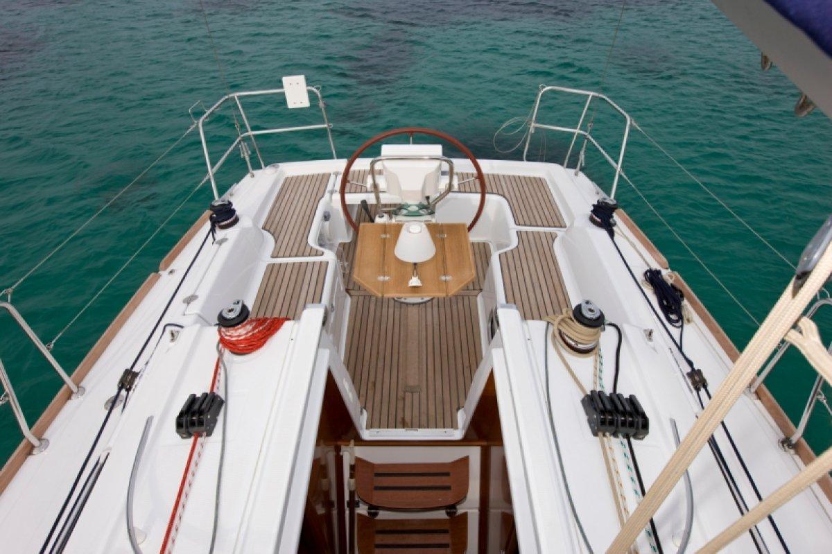 cockpit oceanis 31