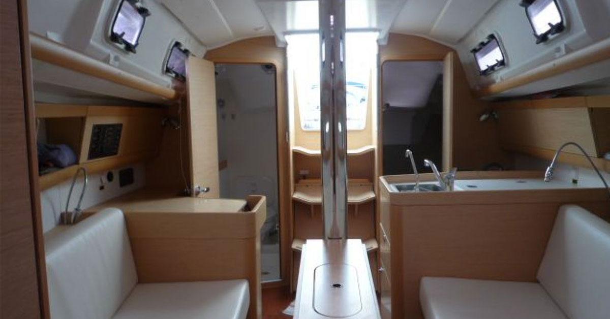 intérieur du voilier first 30 jk