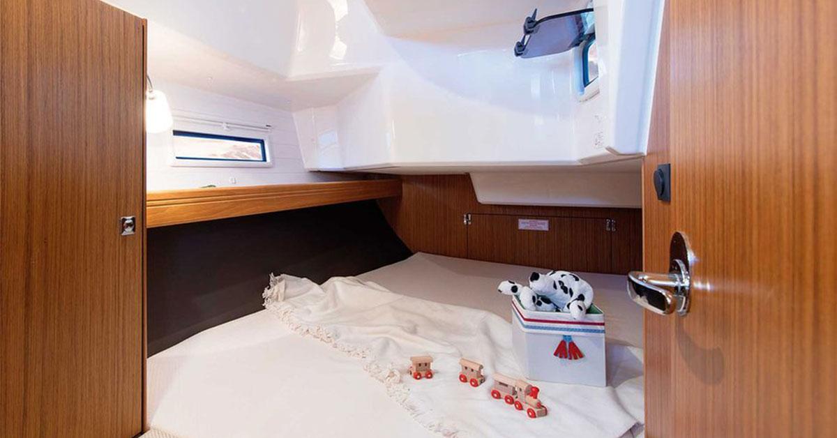 cabine arrière du voilier bavaria 37 cruiser
